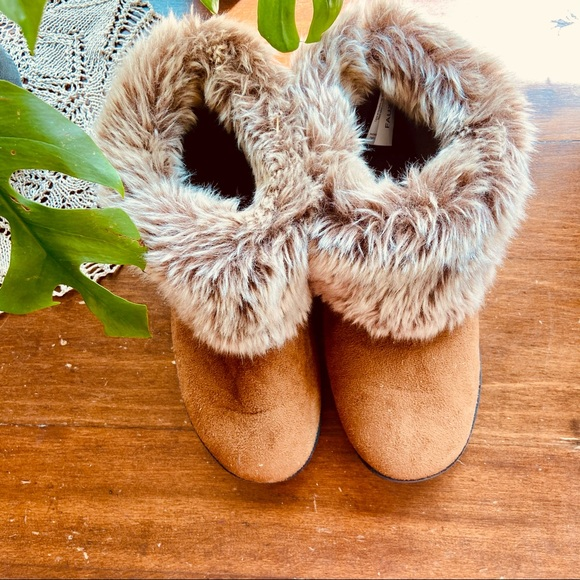 SOLD 🔴 Isotoner western faux fur slippers